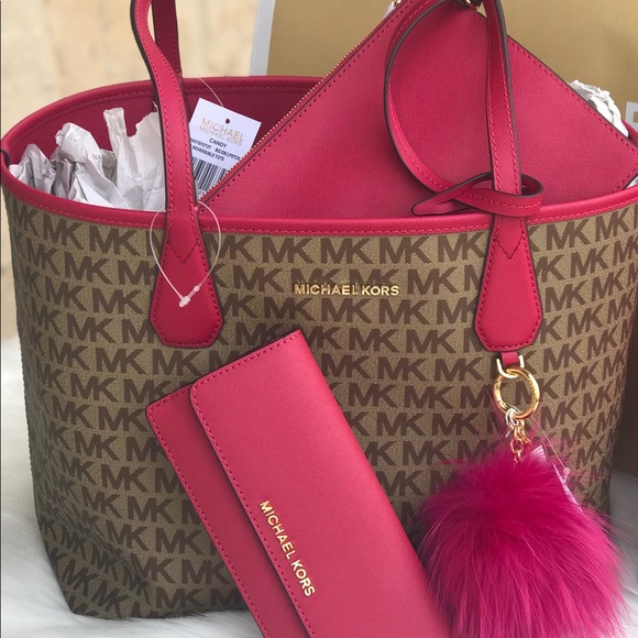7285451dff3cb 🌷MICHAEL KORS Reversible Candy Tote Lipstick Pink